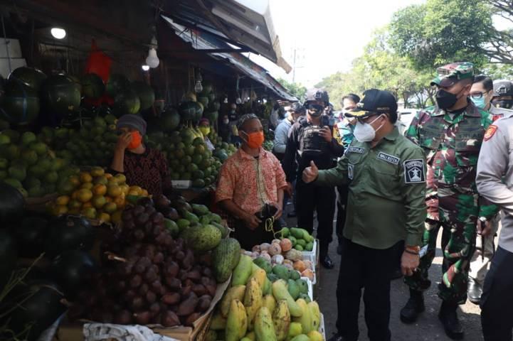 Wali Kota Malang, Sutiaji saat melakukan sidak hari pertama penerapan PPKM Darurat, Sabtu (3/7/2021) lalu. (Foto: Pemkot Malang) tugu jatim