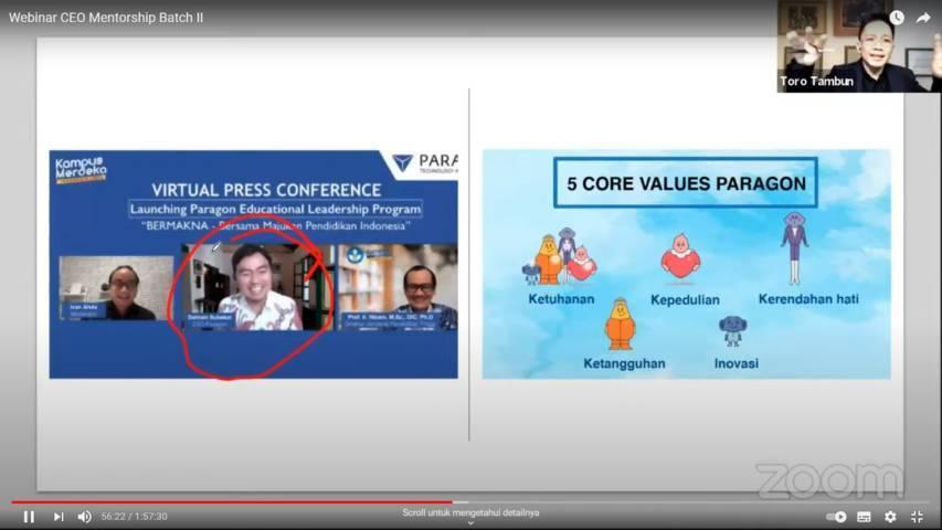 Toronata Tambun saat mengapresiasi Salman Subakat, CEO PT Paragon Technology and Innovation sebagai CEO yang peduli sosial dan inovasi. (Foto: Dokumen) tugu jatim