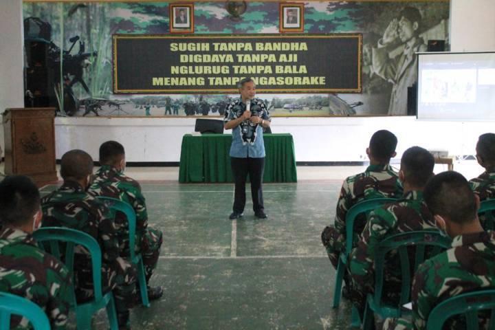 Dr Aqua Dwipayana saat sharing komunikasi dan motivasi beberapa waktu lalu. (Foto: Dokumen/Tugu Jatim)