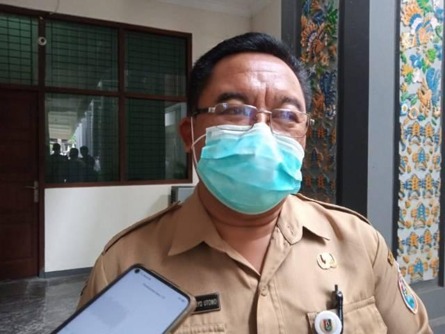 Kepala Dinas Kesehatan Kabupaten Tuban Bambang Priyo Utomo saat ditemui pada Senin (28/06/2021) di Kantor Pemkab Tuban (Foto: Mochamad Abdurrochim/Tugu Jatim)