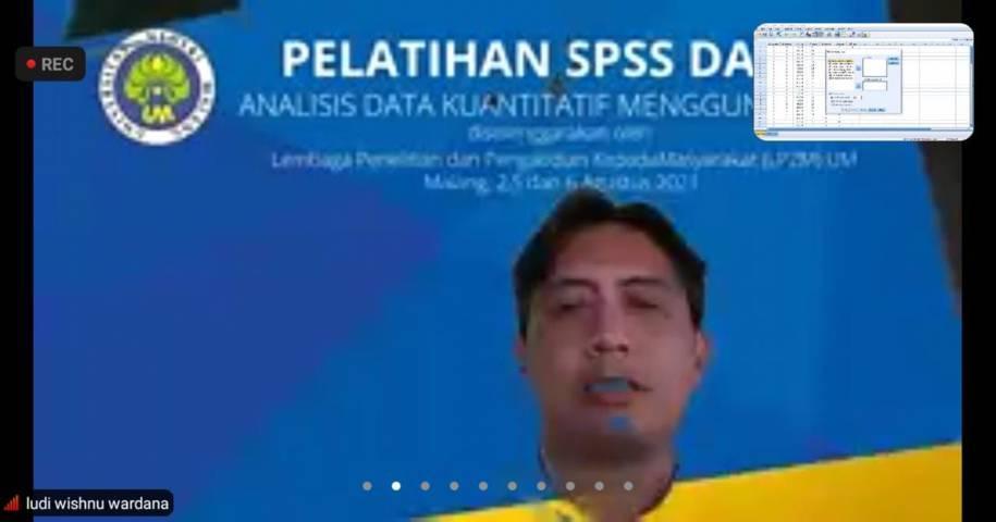 """Dr Ludi Wishnu Wardana MM, pemateri Pelatihan Dasar SPSS bertajuk """"Analisis Data Kuantitatif Menggunakan SPSS"""" pada Kamis (05/08/2021). (Foto: Mila Arinda/Tugu Jatim)"""