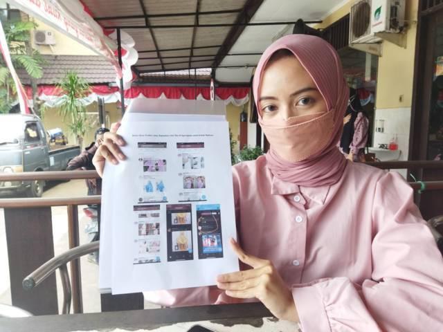 AL, korban fetish mukena di Kota Malang saat melapor ke Polresta Malang Kota, Jumat (20/08/2021). (Foto: Rizal Adhi Pratama/Tugu Jatim)