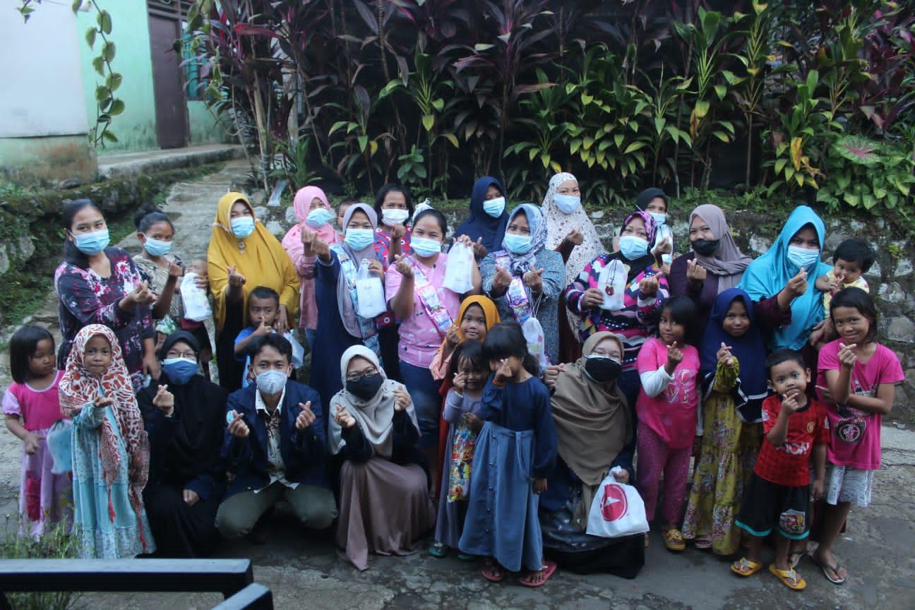 Suasana pasca permainan tebak sampah yang dilakukan oleh mahasiswa KKN-T IPB di Desa Sukadamai, Kecamatan Dramaga, Kabupaten Bogor/tugu jatim