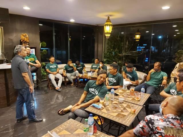 Dr Aqua Dwipayana saat Sharing Komunikasi dan Motivasi bersama Tim Baseball Provinsi Banten yang akan bertanding pada PON XX di Papua mulai akhir September 2021.(Foto: Dokumen/Tugu Jatim)