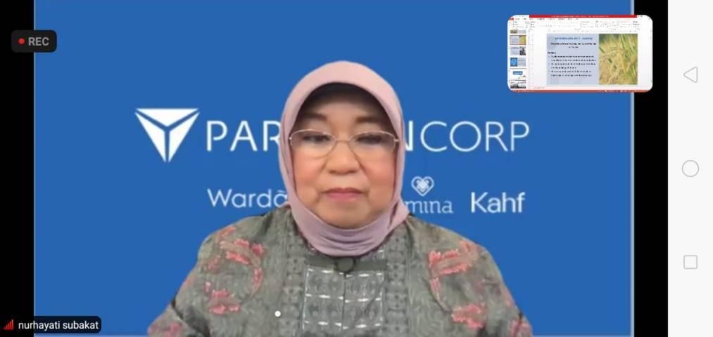 Founder PT Paragon Nurhayati Subakat saat menyampaikan materi dalam Fellowship Jurnalisme Pendidikan Batch 2 beberapa waktu lalu. (Foto: Rizal Adhi Pratama/Tugu Jatim)