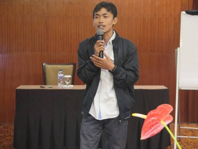 Direktur Forum Indonesia untuk Transparansi Anggaran (Fitra) Jawa Timur Dakhelan saat memberikan materi pada kegiatan jelang Pilkada Lamongan pada 2020. (Foto: website fitrajatim.org/Tugu Jatim)