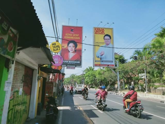 Baliho Ketua DPR RI Puan Maharani dan baliho Ketua Umum Partai Golkar Airlangga Hartarto yang bersebelahan di Jalan MT Haryono, Ketawanggede, Kecamatan Lowokwaru, Kota Malang, pada Jumat (06/08/2021). (Foto: Rizal Adhi/Tugu Jatim)