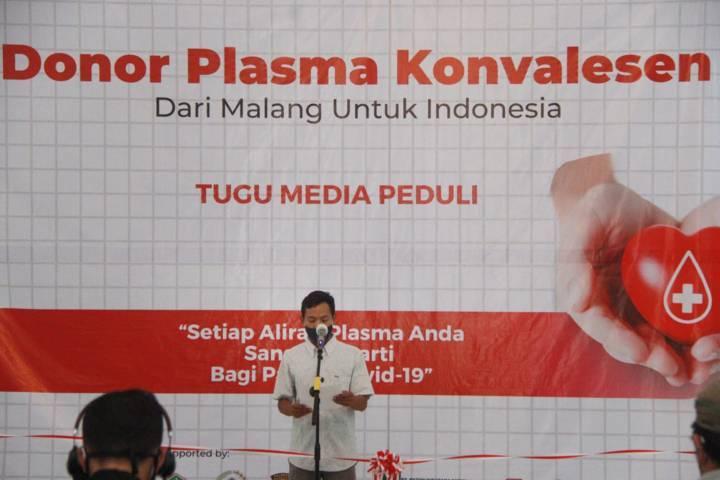 General Manager Tugu Malang ID Fajrus Sidiq saat memberikan sambutan di acara donor plasma konvalesen yang digagas Tugu Media Group di Aula Kantor DPRD Kota Malang pada Kamis (12/08/2021). (Foto: Rubianto/Tugu Jatim)