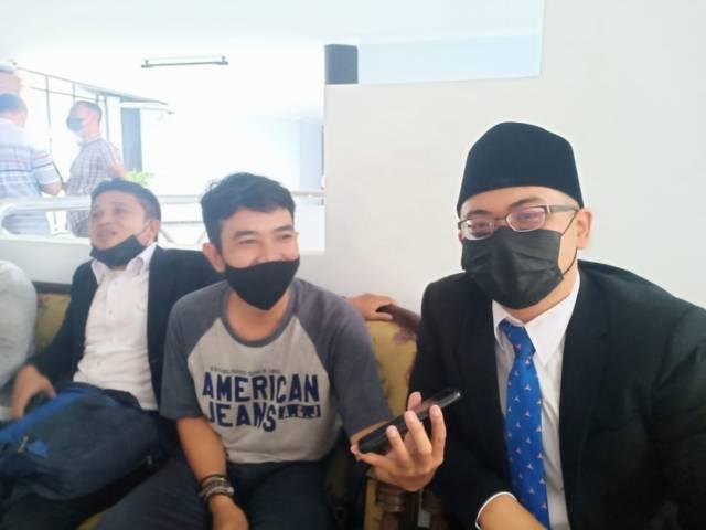 Muhammad Ilmi Zada saat ditemui usai rapat paripurna terkait pengumuman Pengangkatan Antar Waktu (PAW) Wakil Ketua DPRD dari Fraksi Partai Demokrat Keadilan Sejahtera di Gedung Dewan Tuban Senin (16/08/2021). (Foto: Rochim/Tugu Jatim)
