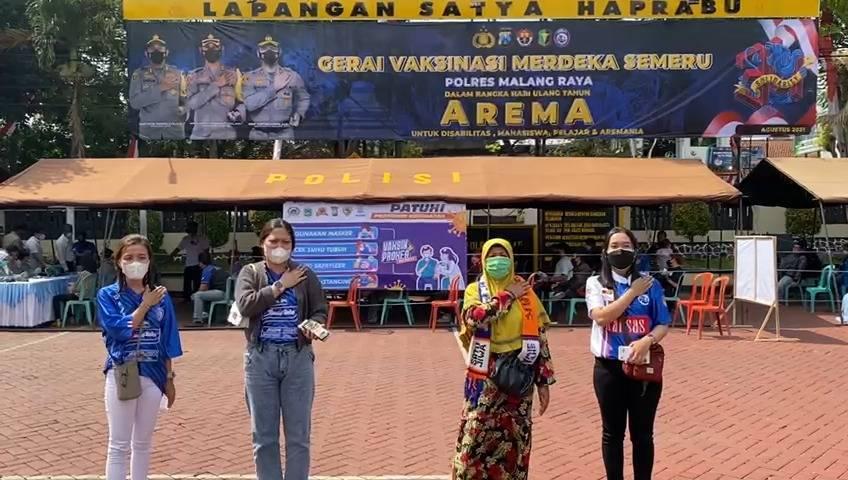 Antusiasme Aremanita saat vaksinasi di Polres Malang (Polres Malang), Senin (09/08/2021). (Foto: M. Sholeh/Tugu Jatim)