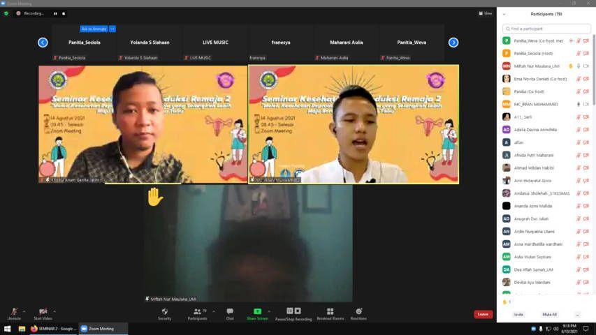 Tim Pengabdian Masyarakat Universitas Negeri Malang (UM) menggelar Seminar Kesehatan Reproduksi Remaja Seri 2 pada Sabtu (14/08/2021) dengan menghadirkan Moh. Khoirul Anam selaku Plt Ketua Insan GenRe Jawa Timur. (Foto: Dokumen/Tugu Jatim)