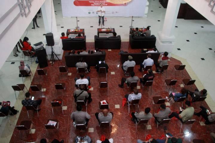 Suasana donor plasma konvalesen yang digagas Tugu Media Group di Aula Kantor DPRD Kota Malang pada Kamis (12/08/2021). (Foto: Rubianto/Tugu Jatim)