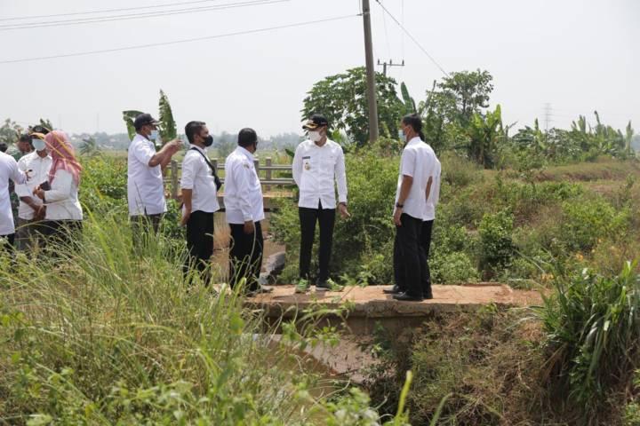 Aditya Halindra Faridzky akan mengatasi banjir di Tuban dari hulu ke hilir dan mencari solusi yang paling efektif bersama kades serta semua pihak, pada Rabu (04/08/2021). (Foto: Diskominfo/Tugu Jatim)