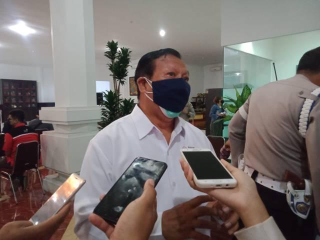 Ketua Palang Merah Indonesia (PMI) Kota Malang Imam Bukhari saat mengikuti kegiatan donor plasma konvalesen yang digagas Tugu Media Group di Aula Kantor DPRD Kota Malang pada Kamis (12/08/2021). (Foto: Rubianto/Tugu Jatim)