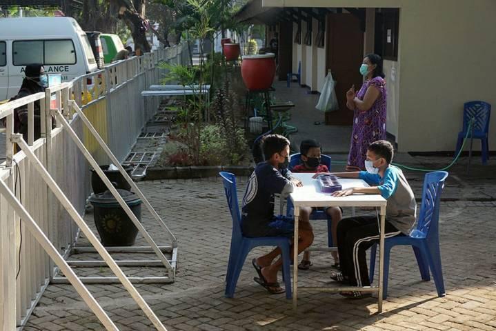 Anak-anak di Kota Kediri terdampak Covid-19, terlihat sedang bermain pada Senin (16/08/2021). (Foto: Rino Hayyu Setyo/Tugu Jatim)