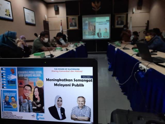 Sesi materi yang dibawakan oleh Dr Aqua Dwipayana saat Sharing Komunikasi dan Motivasi di hadapan jajaran pegawai ASDP Cabang Lembar Kabupaten Lombok Barat, Nusa Tenggara Barat, Kamis (12/8/2021) siang. (Foto: Dokumen) tugu jatim