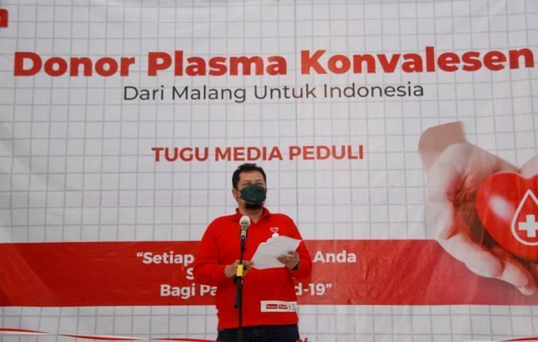 CEO Tugu Media Group Irham Thoriq saat memberikan sambutan dalam acara donor plasma konvalesen yang digagas Tugu Media Group di Aula Kantor DPRD Kota Malang pada Kamis (12/08/2021). (Foto: Rubianto/Tugu Jatim)