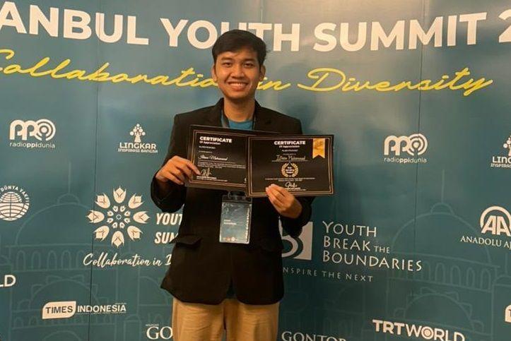 Ilham Muhammad anak tukang pijat asal Jember yang berhasil menjuarai 50 lomba karya tulis ilmiah/tugu jatim