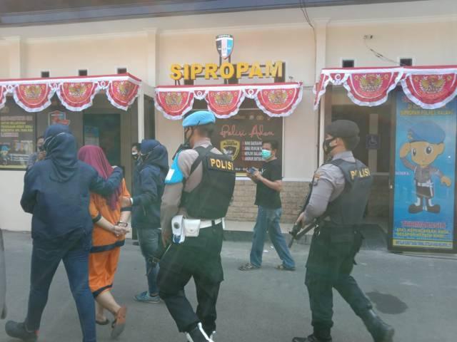 Selain PTH, tersangka penggelapan dana PKH di Desa Kanigoro, Kecamatan Pagelaran, Kabupaten Malang, diduga ada oknum lainnya yang melakukan penggelapan. (Foto: M. Sholeh/Tugu Jatim)