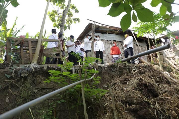 Aditya Halindra Faridzky akan mengatasi penyebab banjir di Tuban bersama dinas terkait pada Rabu (04/08/2021). (Foto: Diskominfo/Tugu Jatim)