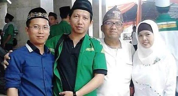 Andry Dewanto Ahmad kenakan jas berwarna hijau/tugu jatim