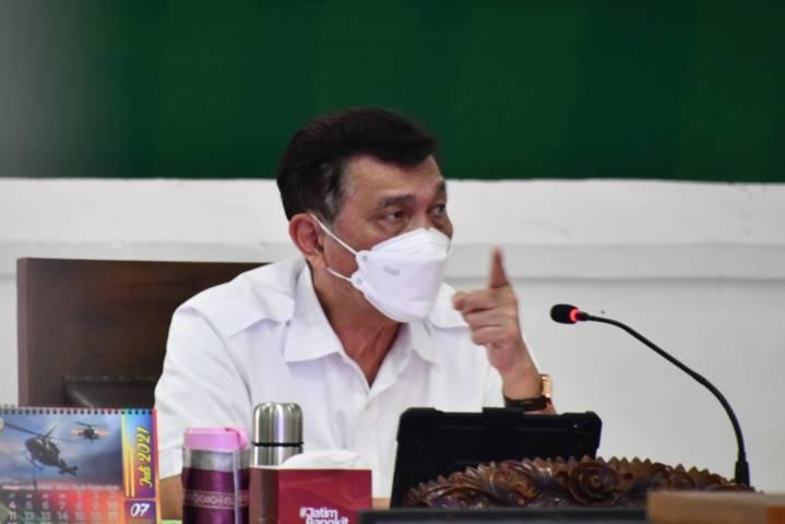 Menko Marves Luhut Binsar Pandjaitan saat Rakor Evaluasi Penanganan Covid-19 di Malang Raya, Jumat (13/08/2021). (Foto:Penerangan Korem 083/BDJ Kota Malang/Tugu Jatim)