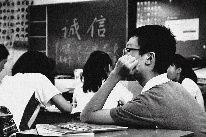 Ilustrasi pelajar Jepang mengikuti Shiken Jigoku, sebagai ujian yang menakutkan bagi para pelajar di Jepang/tugu jatim