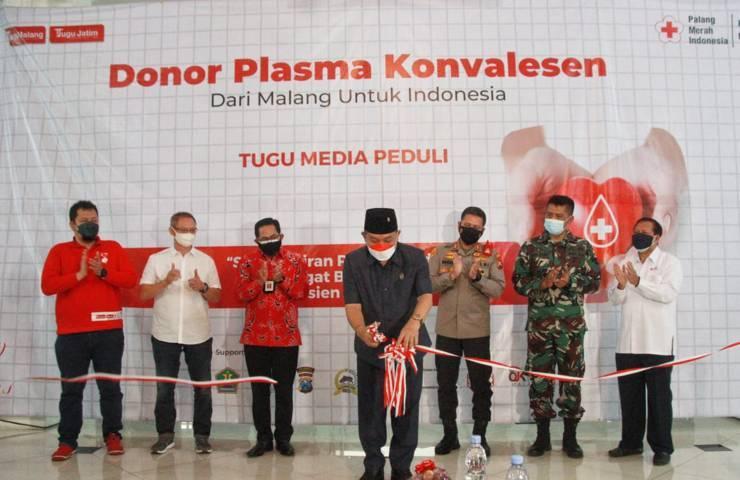 Ketua DPRD Kota Malang, I Made Rian Diana Kartika saat membuka acara donor plasma konvalesen yang digagas oleh Tugu Media Group di gedung DPRD Kota Malang, Kamis (12/8/2021) pagi. (Foto: Rubianto/Tugu Malang/Tugu Jatim)