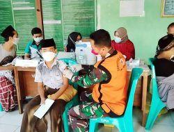 Serbuan Vaksinasi, TNI Sasar 2.000 Santri di Ponpes Langitan Tuban