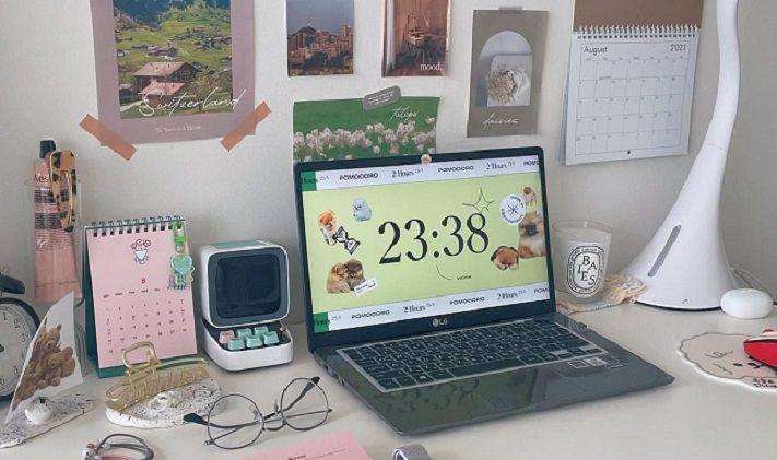 Ilustrasi suasan tempat belajar yang berisi jadwal belajar/tugu jatim