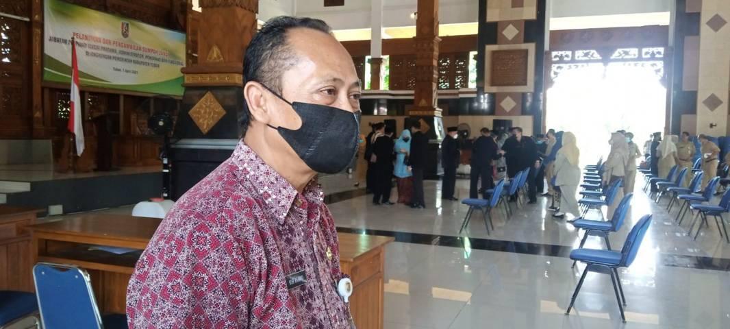 Kepala Dinas Pendidikan Tuban Nur Khamid saat ditemui usai kegiatan pelantikan dan sumpah janji pejabat di lingkungan Pemkab Tuban di Pendapa Kridha Manunggal, 1 April 2021. (Foto: M. Rochim/ Tugu Jatim)