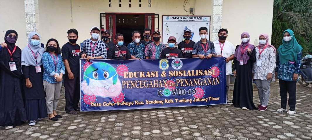 Para mahasiswa KKN Kebangsaan Posko XIII yang melaksanaakan kegiatan di Desa Catur Rahayu, Provinsi Jambi. (Foto: Dokumen) tugu jatim