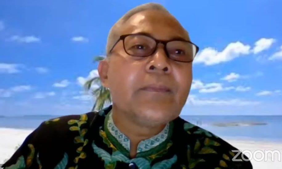 Prof. Prof. Dr. Sa'dun Akbar, M. Pd, guru besar Universitas Negeri Malang dalam acara workshop Guru Ramah Karya Ilmiah/tugu jatim