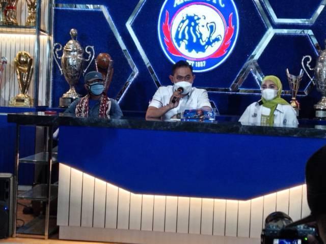 Presiden Arema FC Gilang Widya Pramana saat konfirmasi soal pemain asing pada Selasa (17/08/2021).(Foto: Rizal Adhi Pratama/Tugu Jatim)