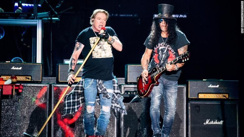 Axl Rose dan Slash ketika Guns N' Rose tampil di Austin City Limits Music Festival di Austin, Texas, pada 4 Oktober 2019/tugu jatim