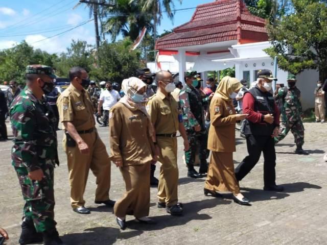Forkopimda Kabupaten Malang saat meninjau isoter (Foto: Dokumen/Polres Malang) tugu jatim