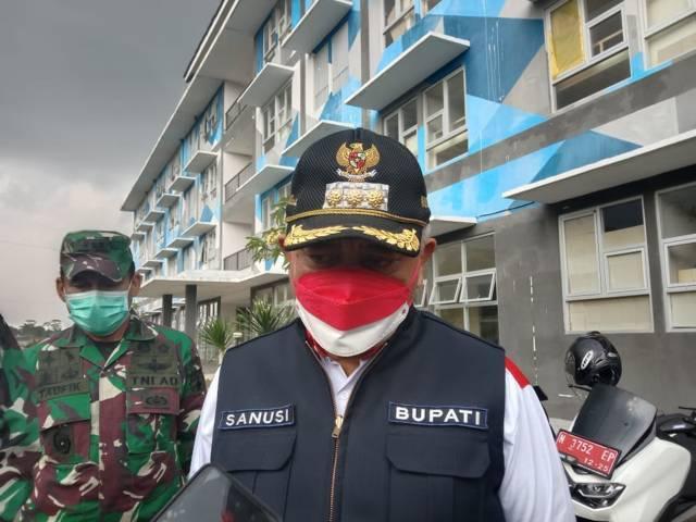 Bupati Malang, HM Sanusi saat meninjau Safe House Rusunawa Kepanjen, Rabu (18/8/2021). (Foto: M Sholeh/Tugu Malang/Tugu Jatim) isoman