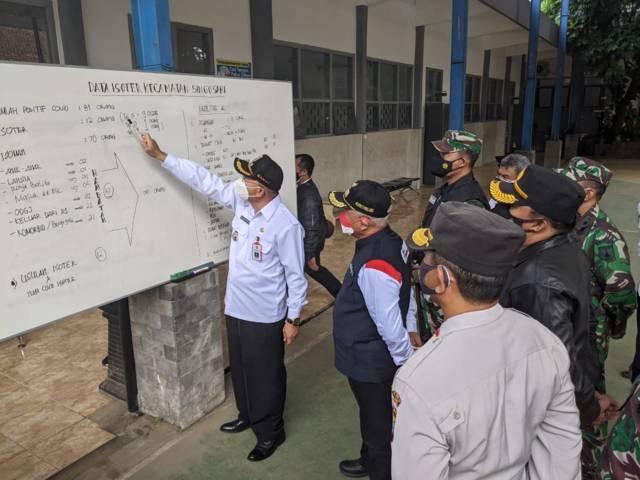 Bupati Malang, HM Sanusi saat meninjau Safe House Rusunawa Kepanjen, Rabu (18/8/2021). (Foto: M Sholeh/Tugu Malang/Tugu Jatim)