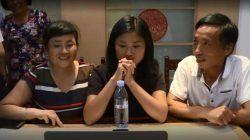 Kati Pohler saat bersama kedua orangtua kandungnya, Fenxiang dan Lida. (Foto: BBC)
