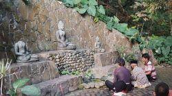 Selamatan sumber di Umbul Gemulo, Bumiaji, Kota Batu sebagai wujud kepedulian menjaga mata air. (Foto-foto: M Ulul Azmy/Tugu Malang/Tugu Jatim)