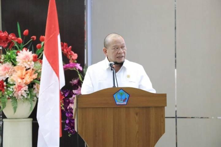 Ketua DPD RI asal Jawa Timur, La Nyalla Mataliti saat reses di Jawa Timur.(Foto: Humas DPD RI) tugu jatim