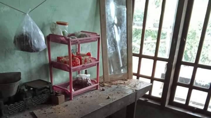Dampak ledakan blasting proyek Bendungan Bagong di Kabupaten Trenggalek yang merusak rumah warga. (Foto: Dokumen)