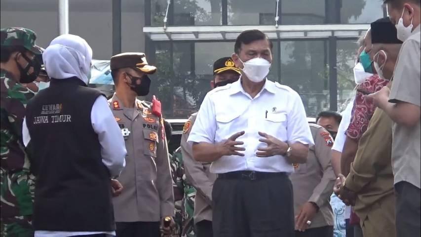 Menko Marves, Luhut Binsar Pandjaitan saat meninjau pelaksanaan PPKM Level 4 di Malang Raya, Jumat (13/8/2021). (Foto: Rizal Adhi/Tugu Malang/Tugu Jatim)