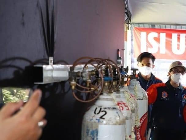 Ilustrasi penyaluran oksigen di mana tabung oksigen kini banyak dicari oleh pasien Covid-19. (Foto: M Sholeh/Tugu Malang/Tugu Jatim) pemkab malang