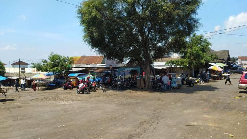 Suasana Pasar Besar Kota Batu sebelum direvitalisasi mulai bulan November 2021 mendatang. (Foto: M Ulul Azmy/Tugu Malang/Tugu Jatim)