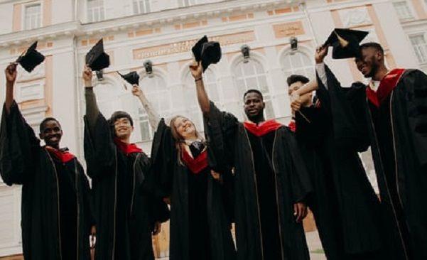 Ilustrasi mahasiswa yang kuliah di Ivy League/tugu jatim