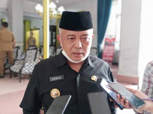 Bupati Malang, Sanusi. Ia menyatakan bahwa untuk memperoleh layanan publik di wilayah Pemkab Malang tidak perlu menunjukkan kartu vaksin karena semua tetap dilayani. (Foto: M Sholeh/Tugu Malang/Tugu Jatim)