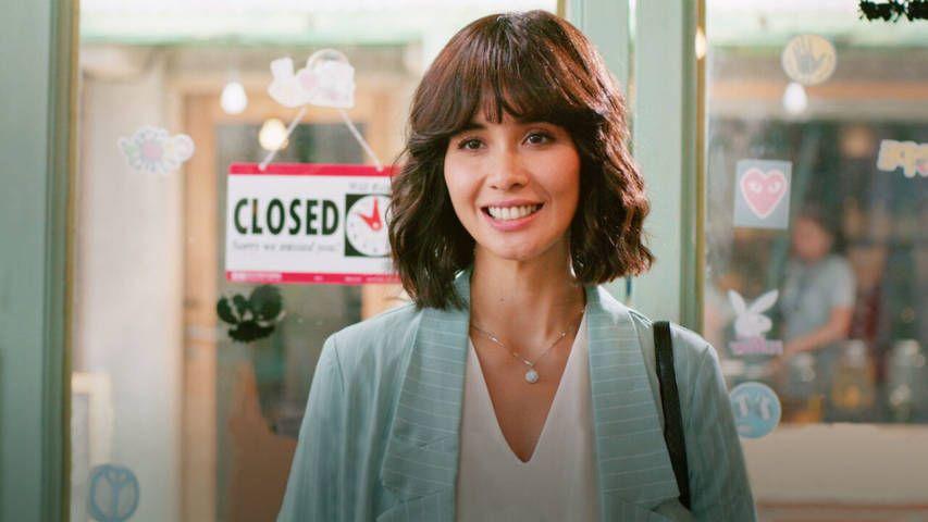 Marsha Timothy yang memerankan Laras di film Toko Barang Mantan. (Foto: Netflix) tugu jatim