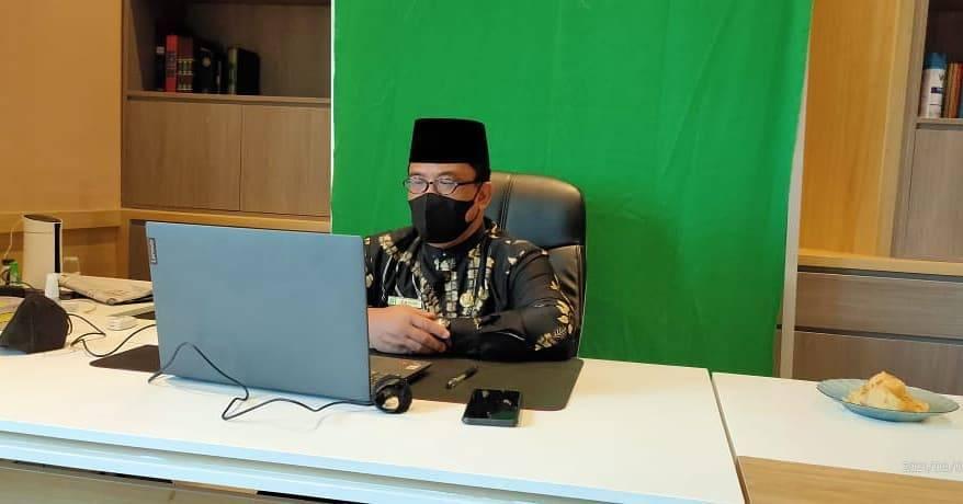 Kepala Kemenag Tuban, Sahid saat berada di kantornya (Humas Kemenag Tuban)
