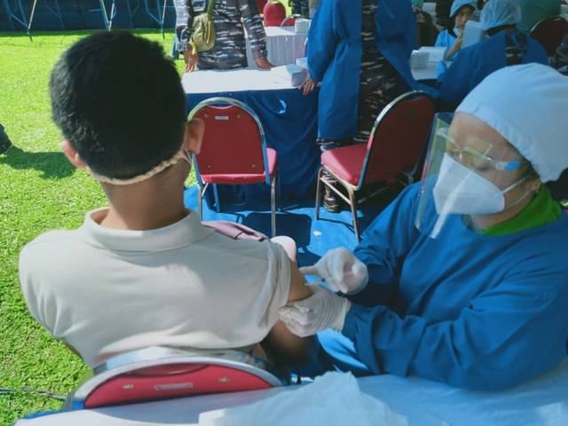 Gelaran vaksinasi massal yang digelar di Stadion Gajayana Kota Malang selama 2 hari, yakni 7-8 Agustus 2021. (Foto: Rizal Adhi/Tugu Malang/Tugu Jatim)